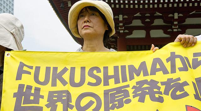 Una activista japonesa pide el fin de la energía nuclear.| Efe