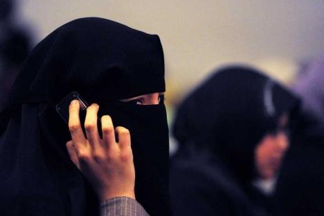 Una mujer con un burka durante una conferencia en Sidney. | Afp