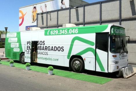Autobús-oficina de Pisos Embargados de Bancos que recorrerá España. | ELMUNDO.es
