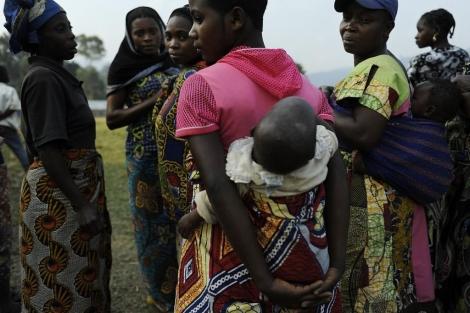 Algunas de las mujeres violadas en el pueblo de Nakiele.   Afp