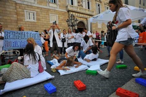 Protesta en Sant Jaume el martes contra el cierre del Dos de Maig. | S. Cogolludo