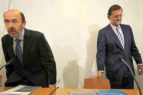 Rubalcaba y Rajoy, en un acto el pasado 9 de julio. | Efe