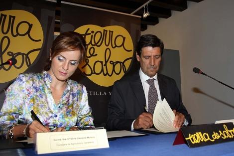 Clemente y Catalejo firmaron un convenio de Tierra de Sabor que patrocinará a los estudiantes. | R. Blanco