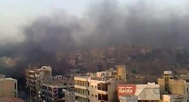 Humo negro en la ciudad rebelde de Hama, sitiada por el ejército sirio de Bashar Asad. | Reuters