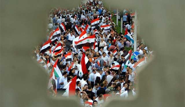 Miles de sirios en la plaza al-Hizaz en el centro de Damasco. | Efe