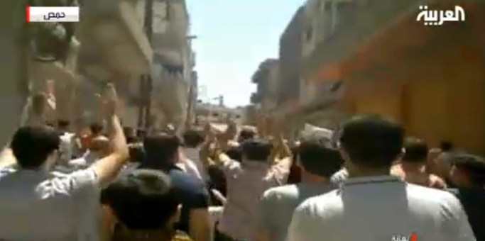 Miles de sirios se manifiestan este viernes en Homs. | Efe