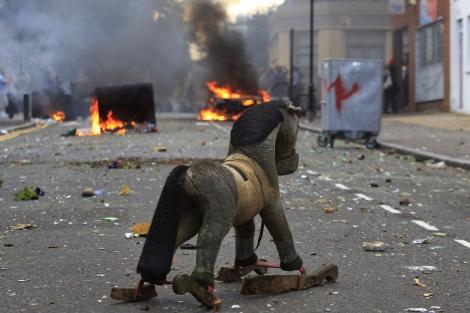 Una calle de Londres donde se han producido disturbios.   Ap