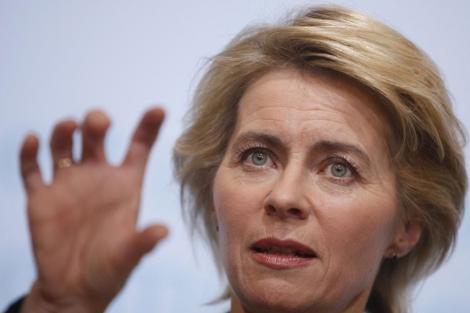 La ministra de Trabajo, Ursula von der Leyen, durante una rueda de prensa en Berlín. | Reuters