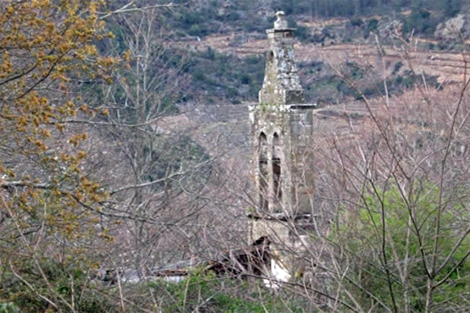 La iglesia de San Martiño, en A Teixeira, derribada en 2007.