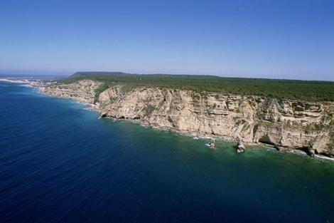 Acantilado en la franja costera entre Barbate y los Caños de Meca. | ELMUNDO.es