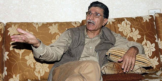 Bouzaid Dorda, jefe del servicio de inteligencia exterior de Gadafi, tras ser detenido. | Reuters