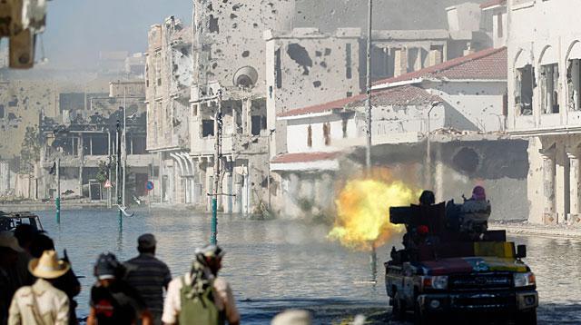 Rebeldes en el centro de Sirte. | Reuters