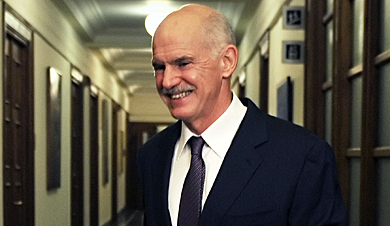 Papandreu minutos antes de reunirse con sus ministros. | Afp