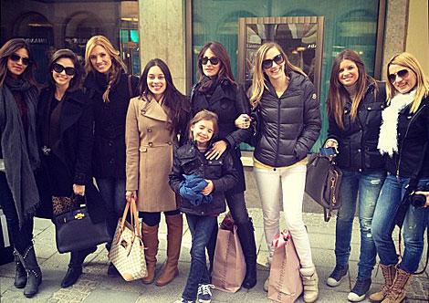 Las mujeres del Real Madrid, inseparables en Múnich 1334724819_extras_ladillos_1_0