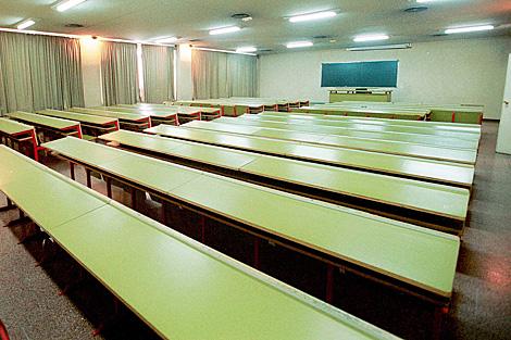 Un aula vacía de la Facultad de Derecho en Valladolid. | Carlos Arranz