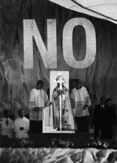 No proyectado sobre el Papa, 2011© Julius von Bismarck, Santiago Sierra, VEGAP