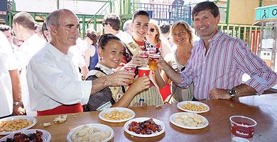 El alcalde, este sábado, en el inicio de fiestas del Grao de Castellón.| E. M.