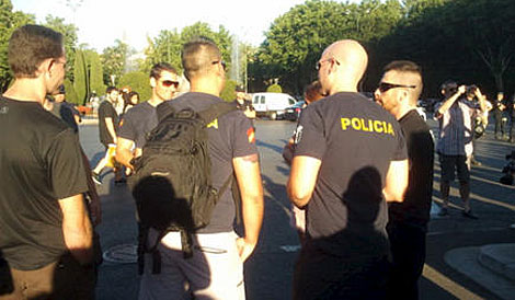 Algunos policías que no están de servicio se han sumado a los funcionarios.| @rpicallo