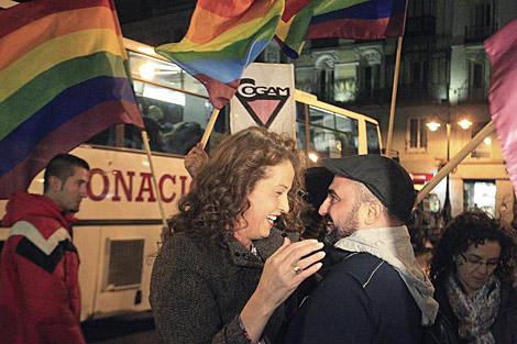 Activistas celebran el fallo del TC. | Efe