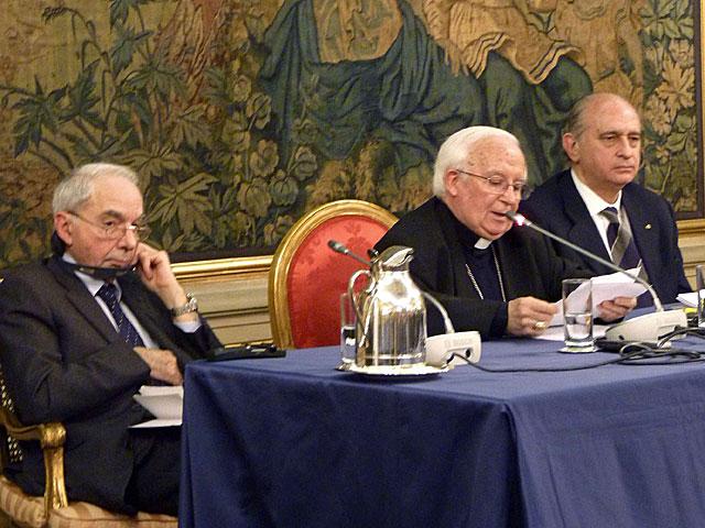 Fernández Díaz, con Cañizares y Amato en Roma. | Gonzalo Sánchez / Efe