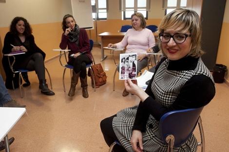 Profesora y alumnas del taller de literatura femenina. | Madero Cubero