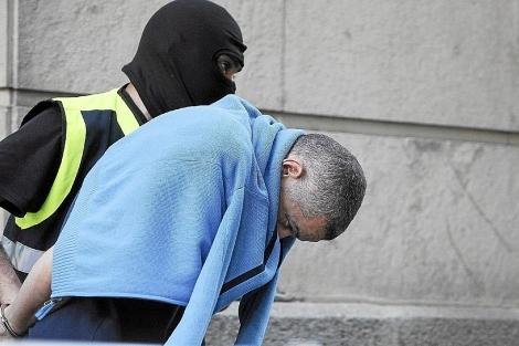 El ex agente de la Udyco, Lars Sepúlveda, a su llegada a los juzgados sevillanos. |