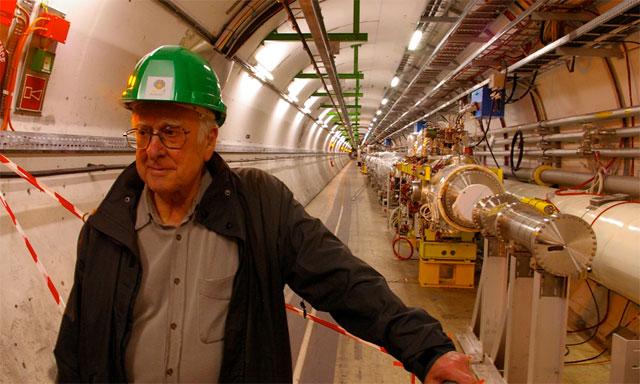 Peter Higgs, en el túnel del acelerador de partículas del CERN en Ginebra. | CERN