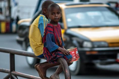Dos niños de la calle, en Dakar (Senegal).| PLAN