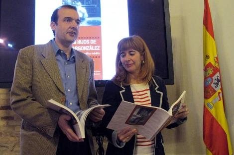 Antonia Olivares y Enrique Iznaola presentan el guión. | Manuel Cuevas