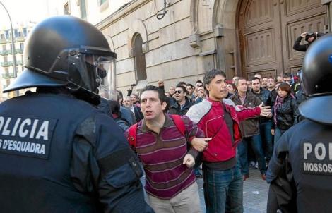 La protesta acabó con una carga de los Mossos. | Jordi Soteras