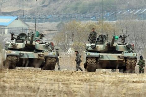 Soldados sul-coreanos se preparar para exercícios militares.  | Efe