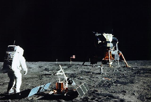 Buzz Aldrin, durante el primer paseo lunar de la misión Apolo 11. | NASA