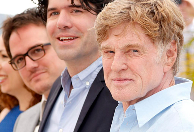 Robert Redford, en primer plano, con el elenco de 'All is lost'. | Efe