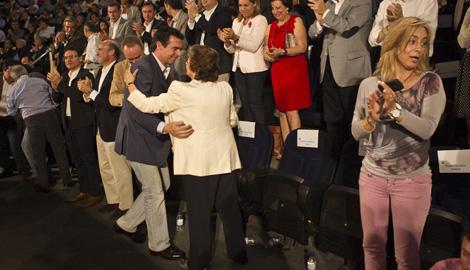 Inicio del acto. Sólo Barberá saluda a Castedo. | Vicent Bosch