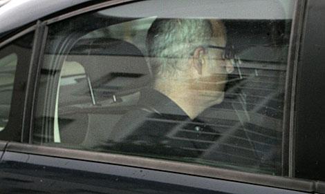 El padre de Asunta, Alfonso Basterra, llega al juzgado a las 12.15 horas.   Xoán Rey / Efe