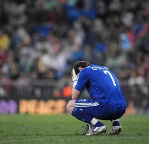 Casillas se lamenta durante el partido ante el Sevilla. (Foto: AFP)