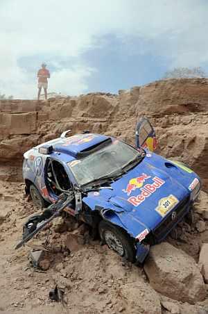 Así quedó el vehículo de Sainz tras el accidente. (Foto: AFP)