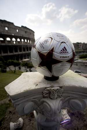 El balón de la final de la Champions que se disputará en Roma. (AFP)