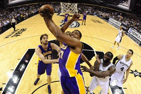 Bynum, en una accin del encuentro. | Efe