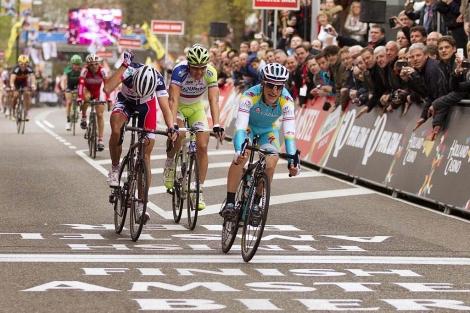 Gasparotto, por delante de Sagan y Vanendert en la meta. (Foto: Reuters)