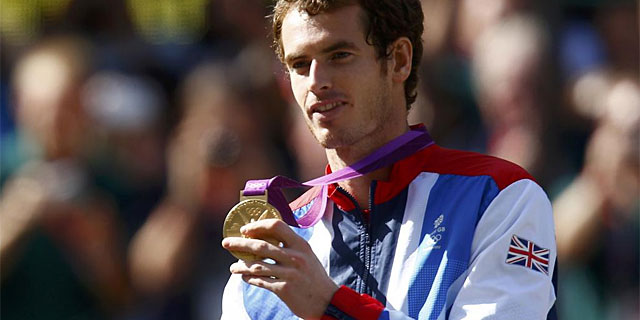 Murray, con su oro tras el triunfo ante Federer. (Foto: Reuters)