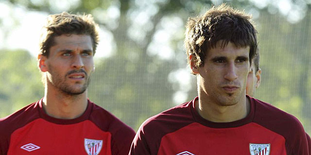 Fernando Llorente y Javi Martinez durante un entrenamiento.I Efe