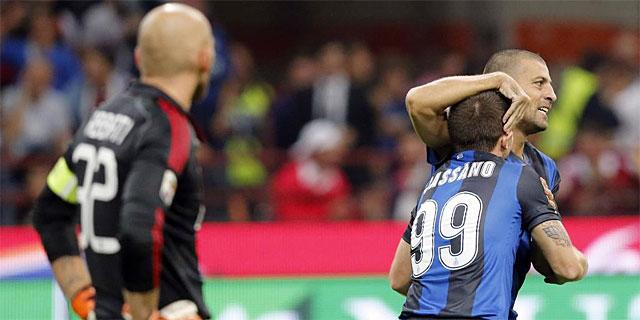 Cassano y Samuel celebran el gol interista del derbi ante Abbiati. | Reuters
