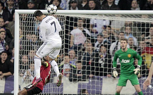 Cristiano, en su imponente gol de cabeza. (EFE)