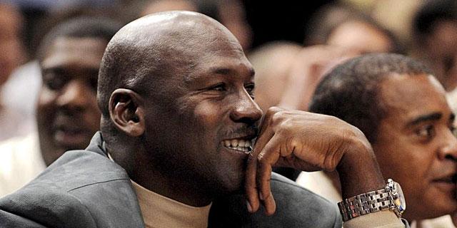 Michael Jordan durante el partido de la NBA entre los Charlotte Bobcats y los New York Knicks (EFE)