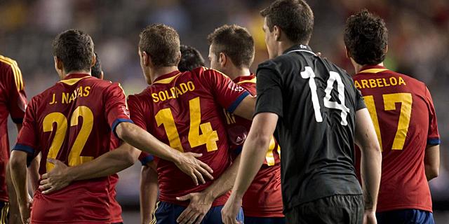 Los jugadores de la selección española celebran el tanto de Soldado. | Afp