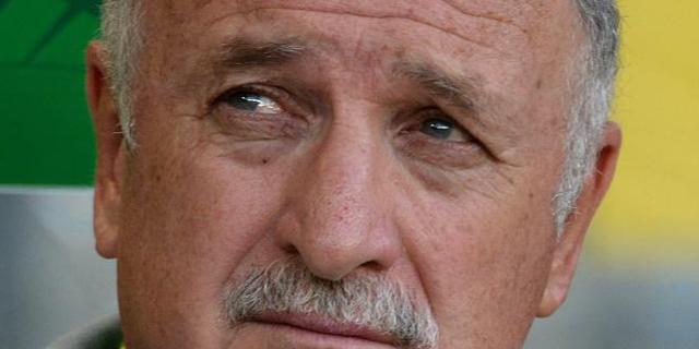 Scolari se muestra pensativo durante un encuentro de su equipo en la Copa Confederaciones. | EFE