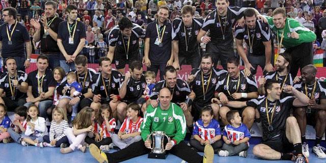 El BM Atlético de Madrid celebra la última Copa del Rey. | MUNDO