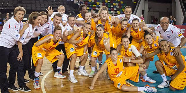 Las jugadoras de la selección española Sub'20 celebran su triunfo ante Italia. | Foto: FEB.es