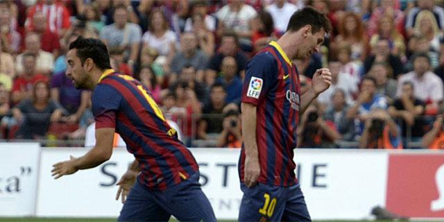 Xavi entra al césped en sustitución del lesionado Messi. | Reuters